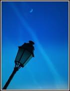 la lune et le lampadaire