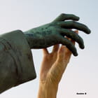 La main dans la main