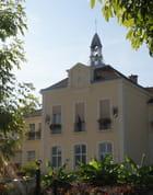 La mairie du Mesnil-le-Roi