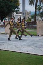 la relève de la garde au cimetière Ifigénia