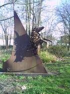La statue dans les marécages