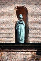 la statue en façade de l'Hôtel de ville