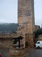 La tour, les parages