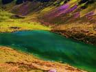 Lac de montagne tout en couleurs!