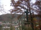 Le calvaire veillant sur la vallée