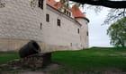 le canon à l'entrée du château Livonien