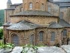 le chevet de l'abbatiale romane de Conques