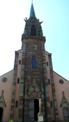 Le clocher tout en hauteur