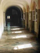 Le cloître Abbaye de la  grace Dieu