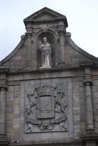 le haut de la vieille porte Saint Vincent