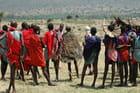 Le jeune Masaï vêtu de la peau