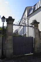 Le lampadaire et le portail