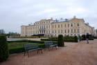 le palais de Rundale vu du parc