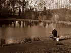 Le pêcheur au bord de l'eau