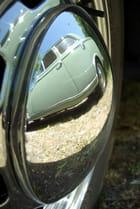 Le reflet d'une 403 sur un enjoliveur de vw 356