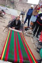 le tissage des tapis dans la forteresse Saat Kulesi