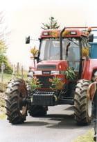 Le tracteur ferme la marche.