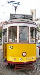 Le tramway 25 à l'Alfama.