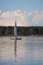 le voilier sur le lac
