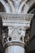 les anges des colonnes du Palais du Recteur