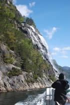 les cascades sur les fjords