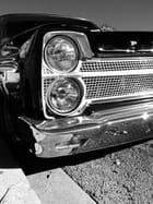 Les Chromes d'une vieille Pontiac
