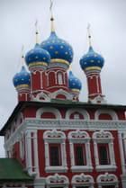 les coupoles de l'église Saint Dimitri du Sang Versé