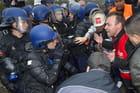 Les sidérurgistes d'ArcelorMittal face aux forces de l'ordre à Florange