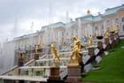 les statues de la grande cascade du château de Peterhof