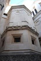 les têtes sculptées de la cathédrale Saint Jacques