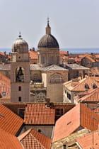 Les toits, tour horloge et cathédrale
