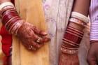 Mains de jeune mariée
