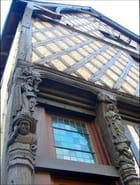 Maison Renaissance à pans de bois sculptés