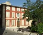 Maison rose, à Cadenet
