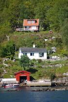 maisons au bord du fjord
