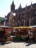 Marché au pied de la cathédrale