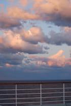 merveilleux nuages du soir en Mer Egée