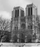 Notre Dame en noir