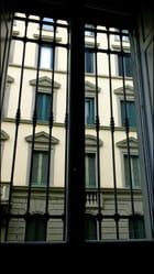 Par la fenêtre ...