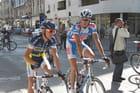 Paris - Bruxelles 2010 : deux coureurs se préparent au départ
