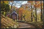 petite chapelle dans le bois