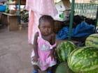 Petite fille et pasteques