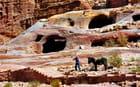 Petra, cavités naturelles dans la roche.
