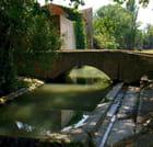 Pont en pierre sur le canal