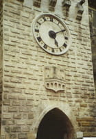 Porte de l 'horloge et blason