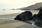 Promenade sur la plage déserte