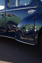 Reflet d'une 4CV sur une 4CV