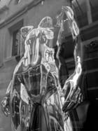 Reflets sur un mannequin argenté