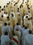 Religieux à l'intérieur de la Basilique de Lourdes.