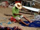 Réparation des filets de pêche.